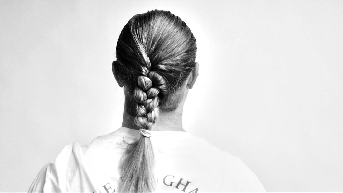 El Rubio demonstrates how to braid your hair for MAXIMUM braidage