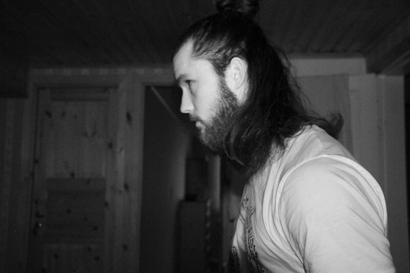 Oskar Örn with long hair