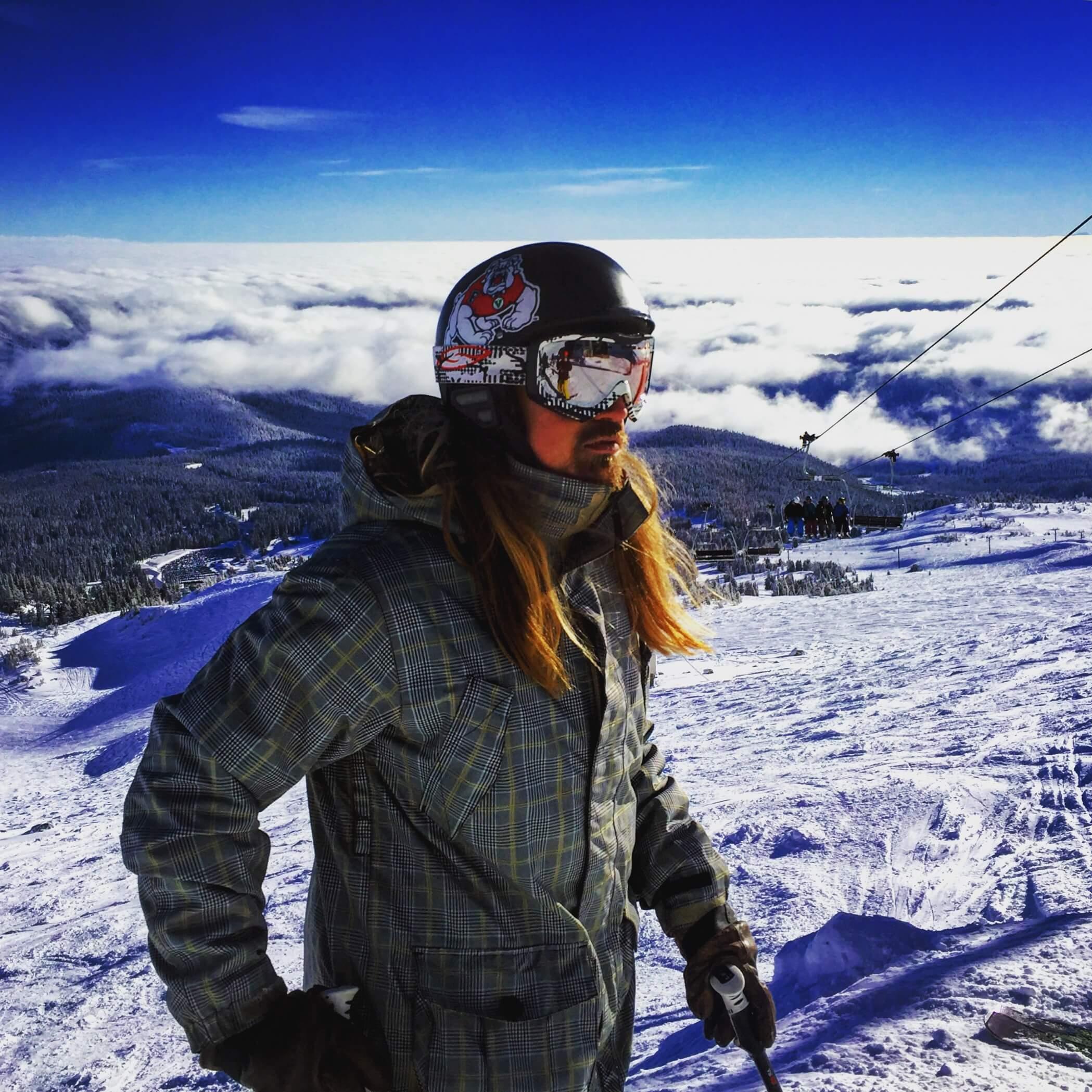 El Rubio demonstrating long hair in athletics: skiing and snowboarding
