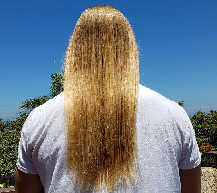 El Rubio Long Blonde Hair from the back in his shampoo & conditioner review for men