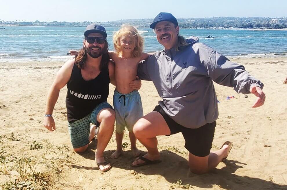 Chase at the beach with El Rubio and El Moreno