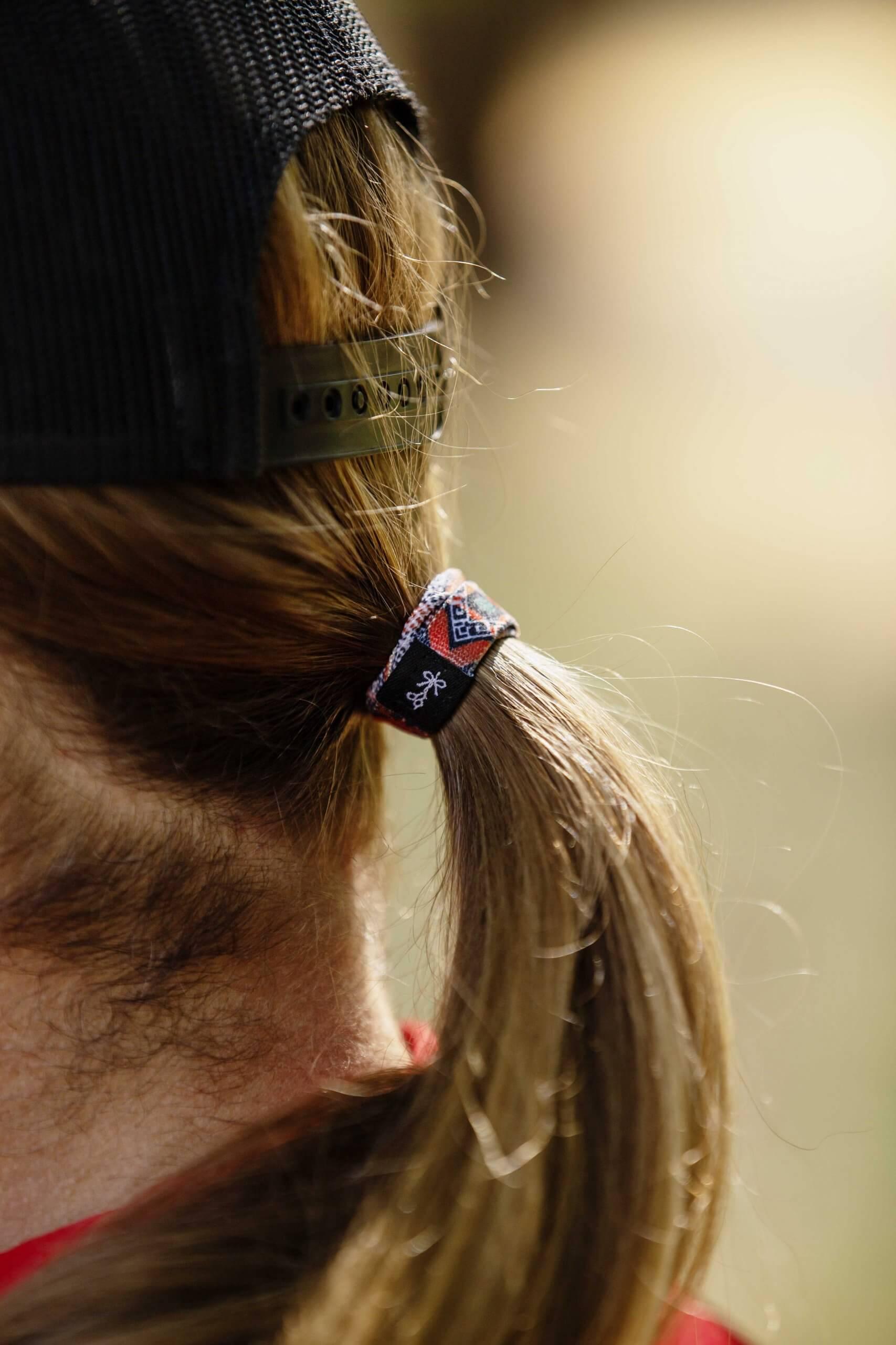 Hair Ties For Guys close-up in El Rubio's hair (nice menstail btw)