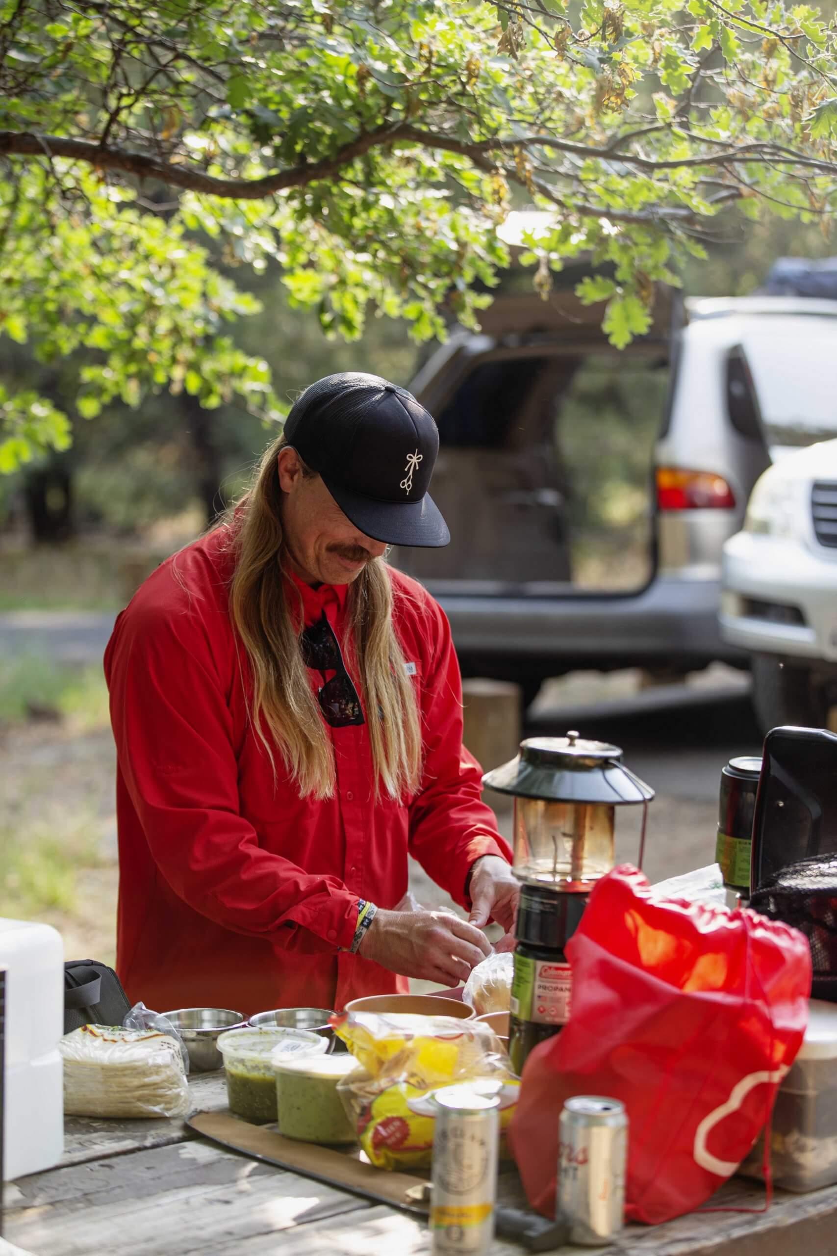 El Rubio cutting on the camping trip photo shoot